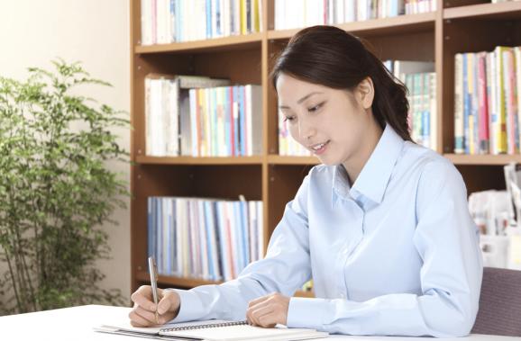 あなたの書いた小論文を看護受験専門のプロが添削